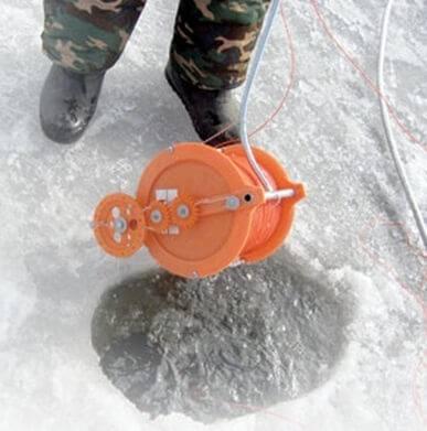 Установка сети под лед с помощью лебедки