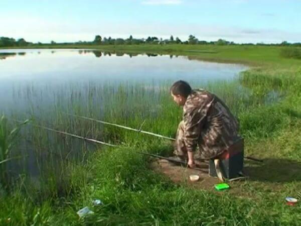 ловля карася на поплавочную удочку видео весной в подмосковье видео