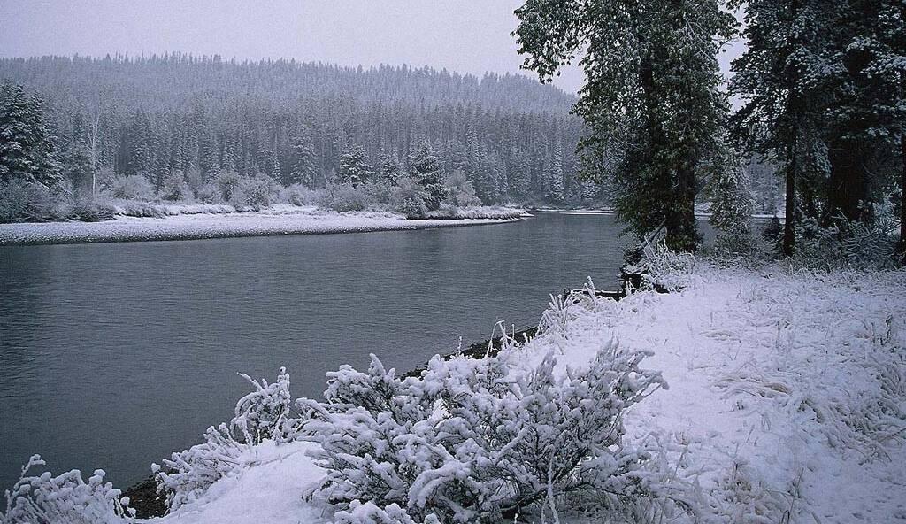 Открытый водоём зимой