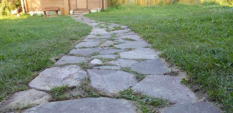 Каменная дорожка на даче