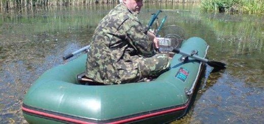 Лодка с рыболовом