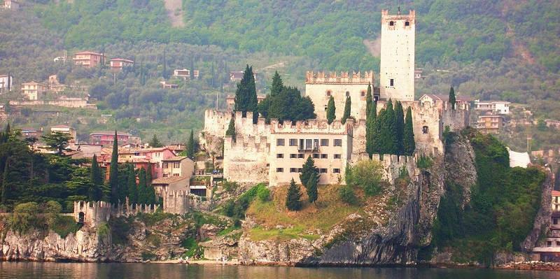 Замок Мальчезине