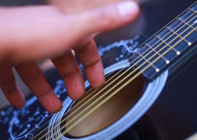 Как научиться играть на музыкальных инструментах