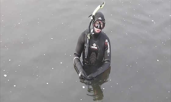 Видео подводной охоты зимой