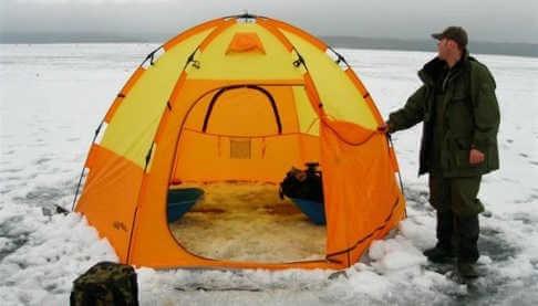 Ловля плотвы зимой в палатке