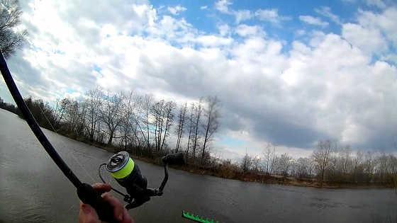 Ловля плотвы пикером ранней весной видео
