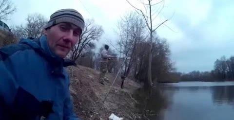 Ловля судака на микроджиг с берега весной видео
