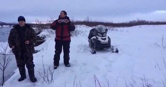 На снегоходе через реку видео