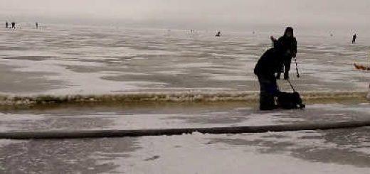 Уходит лед с рыбаками видео