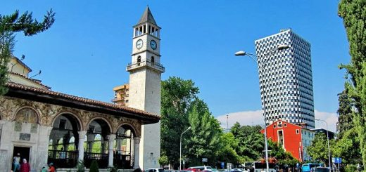 Часовая Башня в Тиране