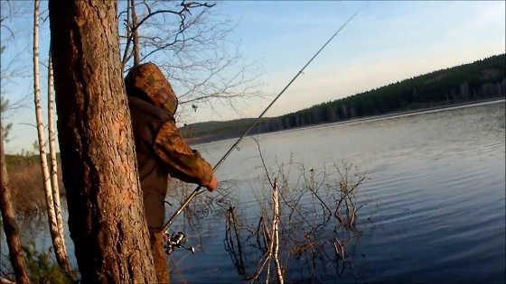 Ловля весенней плотвы на поплавок видео