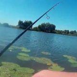 Ловля на спиннинг с лодки на озере видео