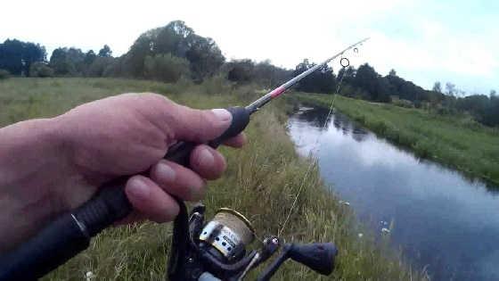 Ловля на ультралайтовый спиннинг на малой реке видео