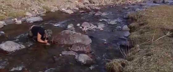 Ловля османов голыми руками видео