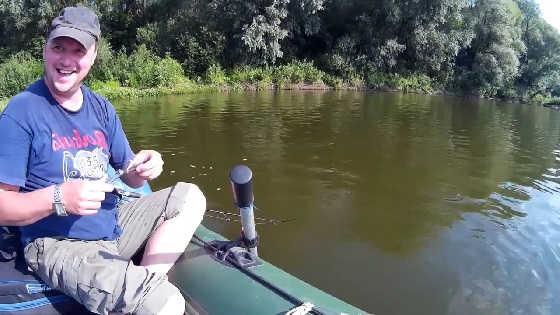 Рыбалка на реке Десна с лодки видео