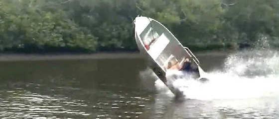 Идиоты за рулем моторных лодок