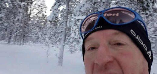 Глухарь атакует лыжника