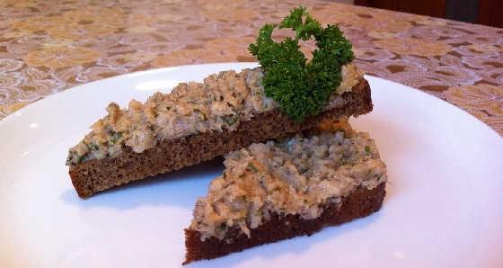 Намазка на хлеб из сала и чеснока