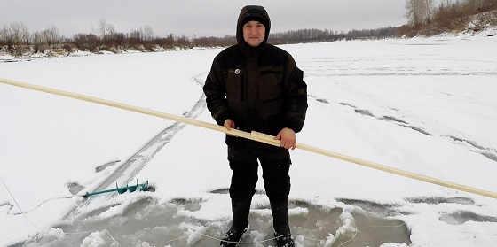 Как БЫСТРО и ЛЕГКО Протянуть Шнур подо Льдом