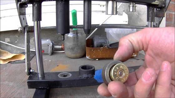 Самодельный станок для снаряжения патронов