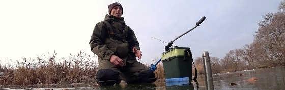 Зимняя рыбалка на маленькой речке