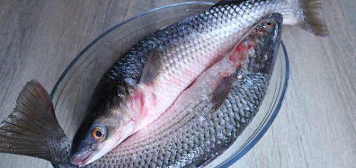 Как почистить рыбу и не испачкаться