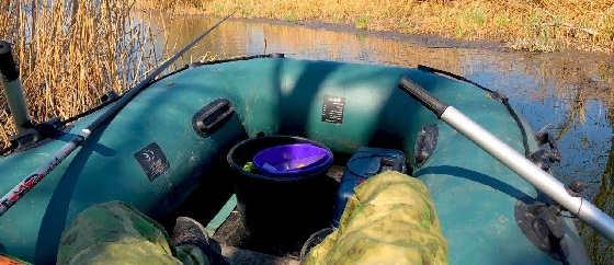 Рыбалка на Поплавочную Оснастку с лодки в камыше