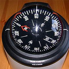 современный морской компас