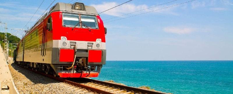 Путешествие на поезде к морю будет приемлемым вариантом для многих