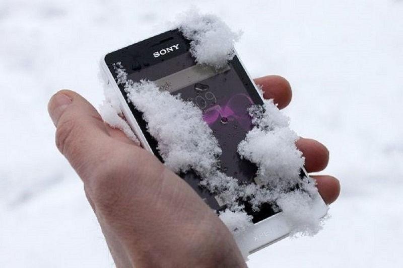 Мобильный телефон в мороз