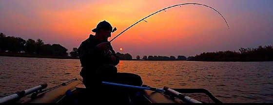 Рыбалка с палатками, лодкой, мотором