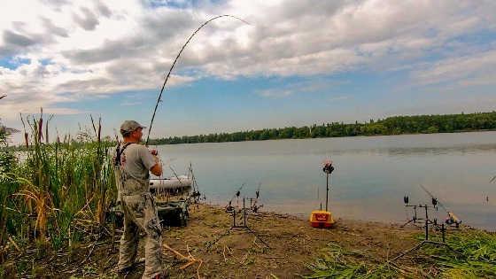 Рыбалка с ночевкой на реке с корабликом