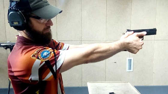 Стрельба из пистолета для начинающих: Хват, стойка, спуск