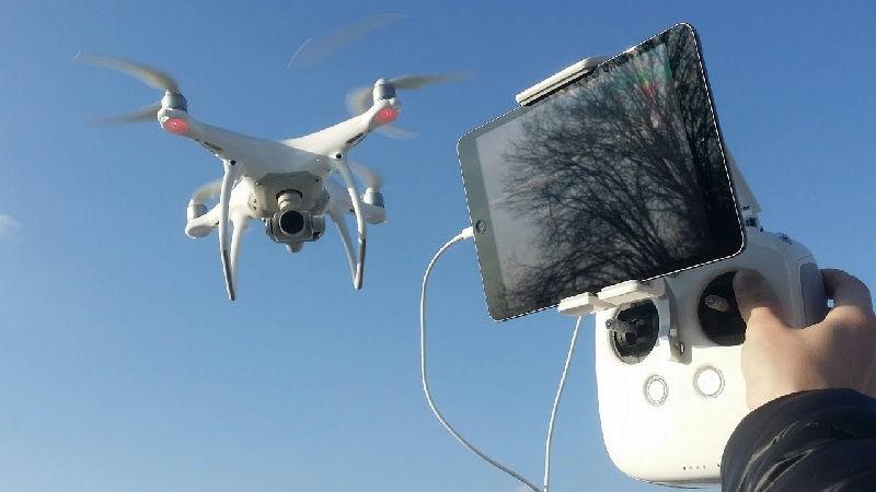 Квадрокоптер от производителя DJI Phantom - это надежность и широкие возможности на охоте