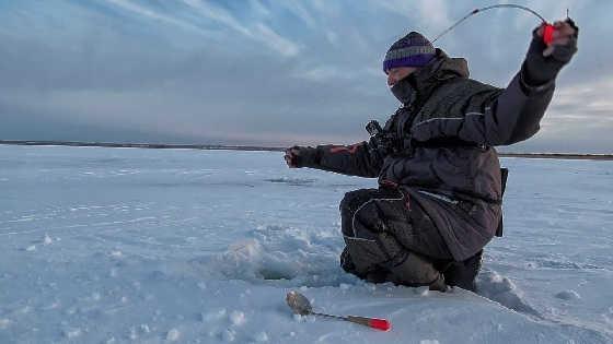 Рыбалка на краю льда