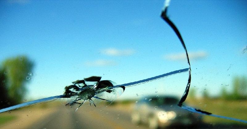 Ремонт лобового стекла на автомобиле