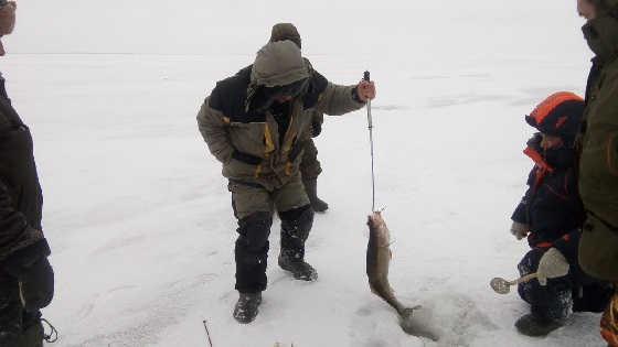 Рыбалка со льда на слиянии Волги и Камы