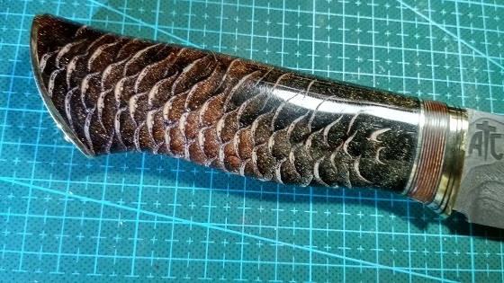 рукоять для ножа из шишки и эпоксидки