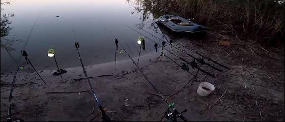 Рыбалка летом на кукурузу в диком водоеме