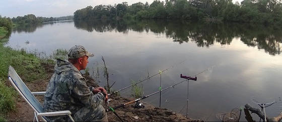 Весенняя река и сложная ловля на фидер