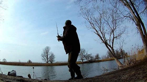 С фидером на реке ранней весной 2020