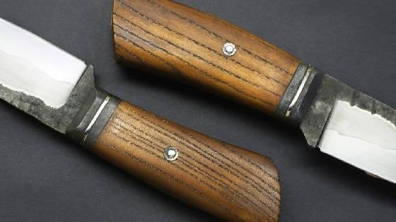 Нож со сложным больстером и тиснением по коже