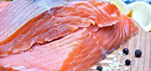 Как вкусно засолить красную рыбу дома?