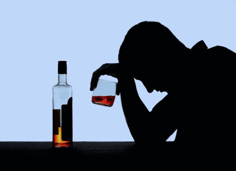 Алкогольная зависимость - это одна из причин семейных проблем