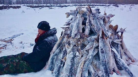 Экстремальная зимняя рыбалка в Якутии