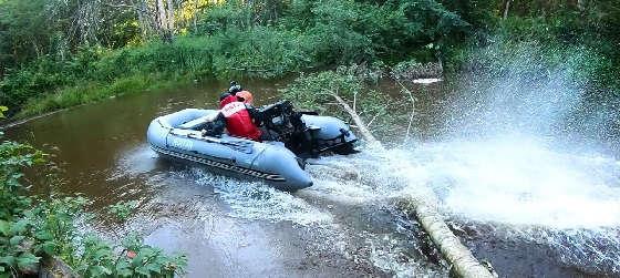 Через БРЕВНА на ПВХ лодке с болотоходным мотором