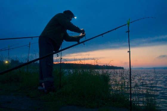 Ночная рыбалка на донки на реке