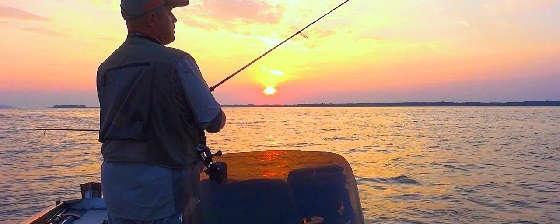 Рыбалка с ночевкой в лодке на Днепре