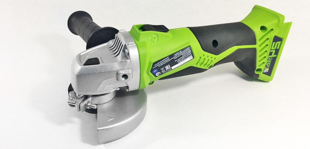 Угловая шлифмашинка Greenworks Tools
