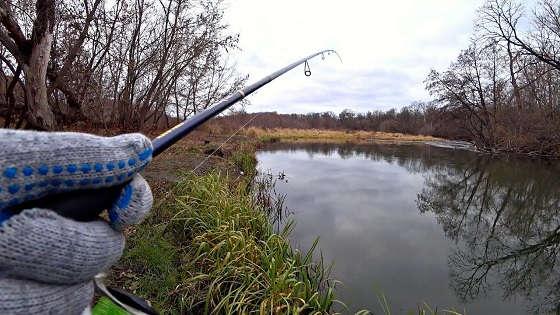 Ловля щуки на закоряженной реке осенью на спиннинг